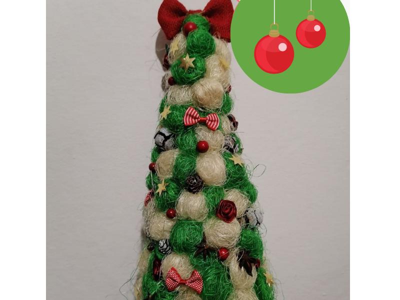 Декоративна Коледна елхичка с кокосова трева