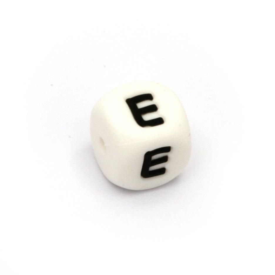 Мънисто силикон кубче 12x12 мм дупка 2.5 мм цвят бял буква Е