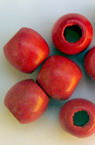Мънисто дърво топче 11x12 мм дупка 5 мм червено с лак -50 грама ~90 броя