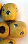 Мънисто дърво цилиндър овал 17x16x7 мм цвят дърво лак с камъче -50 броя