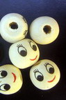 Κεφάλι με χαμόγελο, στρόγγυλο, χάντρα, ξύλο 13x12 mm φυσικό χρώμα -50 τεμάχια
