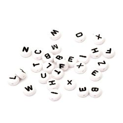 Margele forma rotunda cu doua fete si cu litere 7x4 mm gaură 1 mm culoare albă și neagră -20 grame ~ 150 bucăți