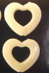 Inima strânsă 29x26 mm cu inima găurilor alb -50 grame-27 bucăți