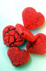 Acrylic crackle heart beat 15x13 mm red -50 grams
