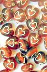 Margele forma inima  7x4,5 mm gaură 1 mm roșu cu alb -50 grame ~ 460 bucăți