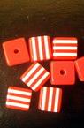 Куб 8x8x7 мм дупка 2 червено с бели ленти -50 броя