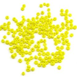 Мъниста стъклена 2 мм плътна жълта 2 -50 грама