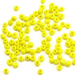 Мъниста стъклена 4 мм плътна жълта 2 -50 грама