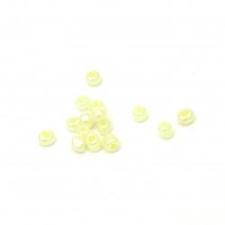 Мъниста стъклена 4мм. цейлон жълта бледа -50 грама