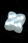 Perlă floare 10x10 mm gaură 4 mm culoare alb -20 grame ~ 46 bucăți