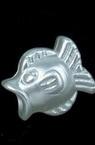 Perlă forma de pește 14x12x9 mm gaură 4 mm culoare alb -20 grame ~ 34 bucăți