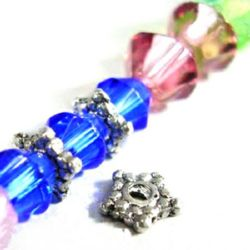 Мънисто метал цвете 4.7 мм дупка 1 мм цвят старо сребро -50 броя