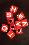 Cub  mărgele cu litere 7x6 mm roșu cu alb -50 grame
