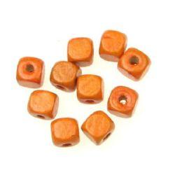 Cub de lemn 10x10 mm gaură 3,5 mm portocaliu -50 grame ~ 100 bucăți