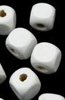 Куб дърво 10x10 мм дупка 2 мм бяло боя -50 грама ~95 броя