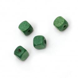 Мънисто дърво куб 8x8 мм дупка 3 мм зелено -50 грама ~220 броя