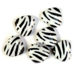 Two-color bead heart 20x17x6 mm black and white - 30 grams
