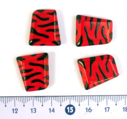 Two-color bead trapezoid 20x17x6 mm red and black - 30 grams