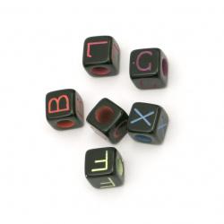 Мънисто двуцветно куб с букви 9x9 мм дупка 5 мм цвят черен -20 грама ±35 броя