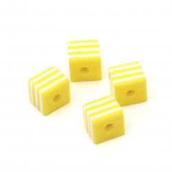 Куб 8x8x7 мм дупка 2 мм жълт с бели ленти -50 броя