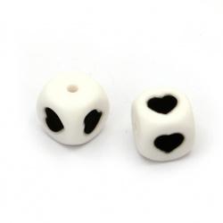 Мънисто силикон кубче 12x12 мм дупка 2.5 мм цвят бял със сърце черно - 2 броя