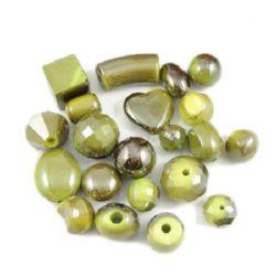 Χάντρες οπάκ με μαύρη επίστρωση UV 10 ~ 30 mm 1 ~ 4 mm μίξ πράσινο σκούρο -50 γραμμάρια