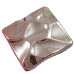 Мъниста плътна с черно UV покритие квадрат 29 мм дупка 2.5 мм червен -20 грама