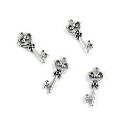 Висулка метална ключ 21x9x2 мм дупка 1.5 мм цвят сребро -20 броя