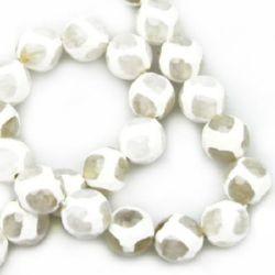 Наниз мъниста полускъпоценен камък АХАТ бял топче фасетирано 10 мм ±37 броя