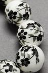 Топче порцелан 12 мм дупка 2 мм бяло/черно рисувано ръчна изработка -5 броя