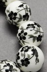 Топче порцелан 8 мм дупка 2 мм бяло/черно рисувано ръчна изработка -5 броя