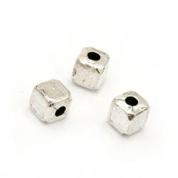 Мънисто метал куб 4x4x4 мм дупка 1.5 мм цвят сребро -30 броя