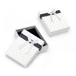 Cutie de bijuterii alb 70x90 mm alb cu puncte