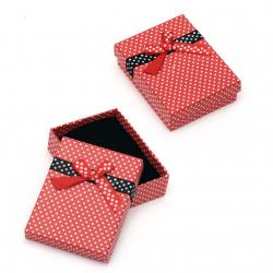 Cutie de bijuterii roșu 70x90 mm cu puncte