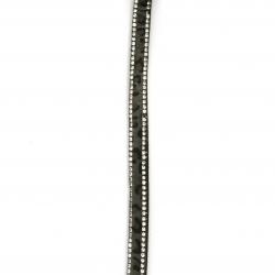 Panglica din piele de căprioară 8,5x3 mm cu două rânduri de cristale de leopard drept negru -1 metru