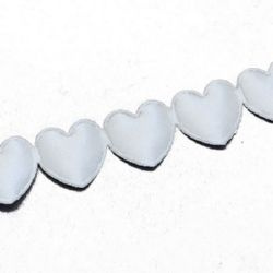 Ширит сатен 18 мм сърца цвят бял -3 метра