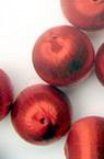 Топка 15 мм червена облечена с копр. нишка -12 броя