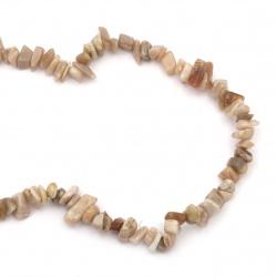 Наниз естествени камъни чипс 8-12 мм ~90 см ЛУНЕН КАМЪК млечно кафяв натурален