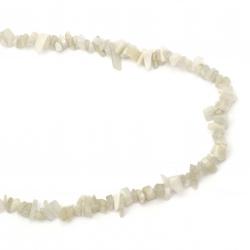 Наниз естествени камъни чипс 8-12 мм ~90 см ЛУНЕН КАМЪК (АДУЛАР) натурален