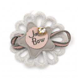 Element textil pentru decorare floare cu inscripție și cristal 40 mm mix color albastru, gri, roz -5 bucăți