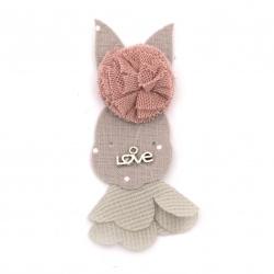Element textil pentru decorare iepuraș cu pompon și inscripție metalică 75x29 mm amestec de culori roz, gri -5 bucăți