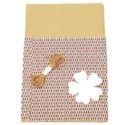 Комплект за опаковане на подарък -крафт хартия 50x70 см, дизайнерска хартия цветна бяло и кафяво 50x18 см, шнур памук 3 метра, таг детелина -бял